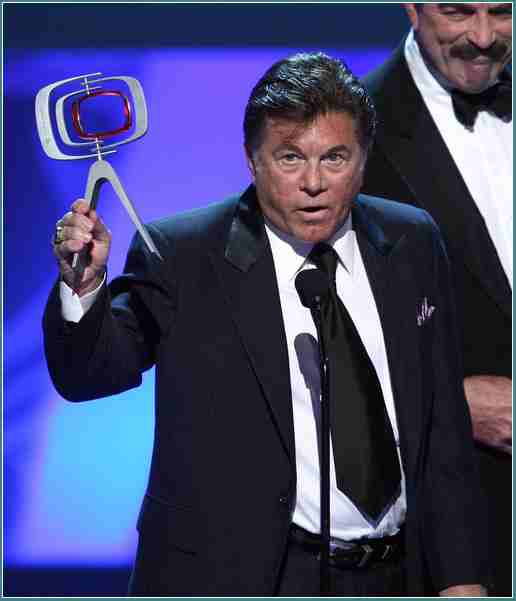 Larry Manetti Biography, Net Worth, Height, Age, Weight ...